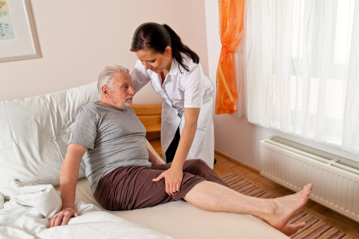 """Visiting Nurse"" Versus ""Home Care"": What's the Difference?"