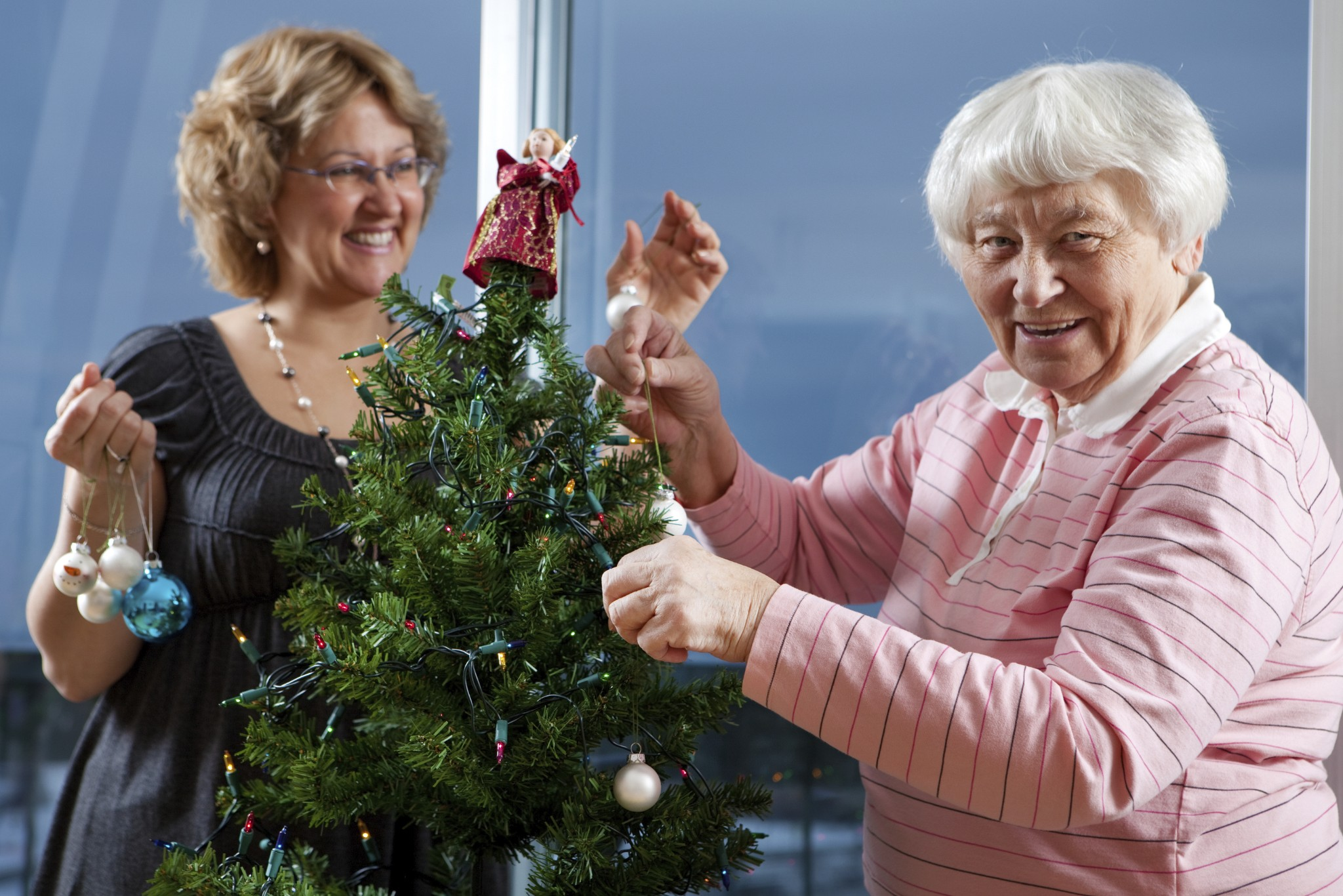 How to Include People With Alzheimer's in Christmas Conversations